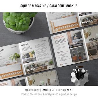 Varias maquetas cuadradas de revistas o catálogos