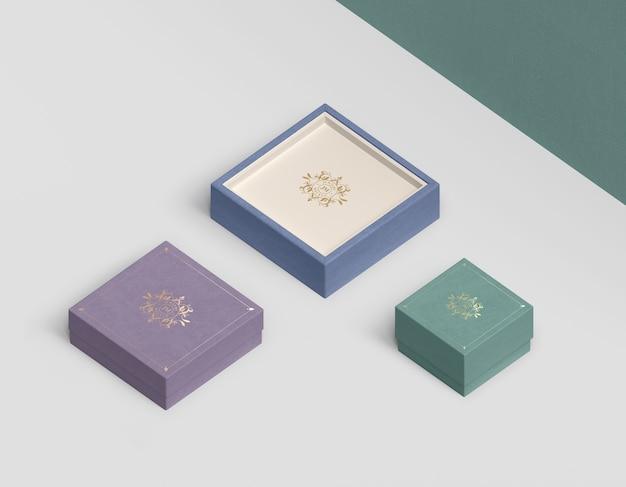 Variedad de tamaños y colores para cajas de joyería.