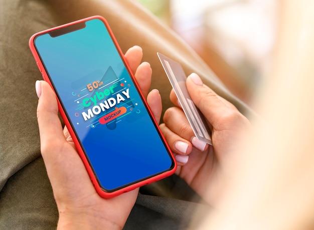 Venta de cyber monday en maqueta de teléfono inteligente