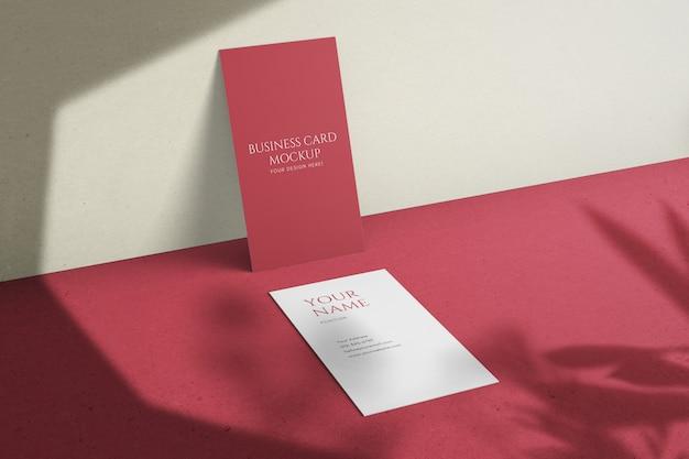 Veranderlijke stijlvolle mooie verticale visitekaartje psd mockup sjabloon