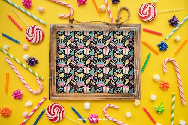Verjaardag concept met leisteen en snoepjes
