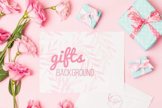 Verjaardagscadeautjes met mock-up kaart