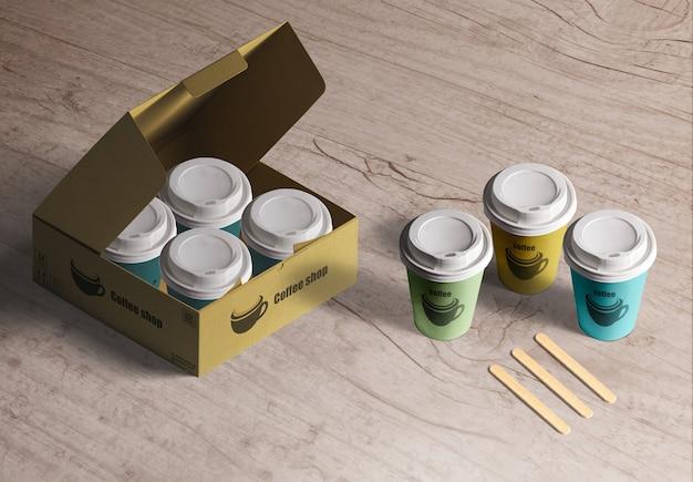 Verpakking voor koffiekopjes. set papieren bekers