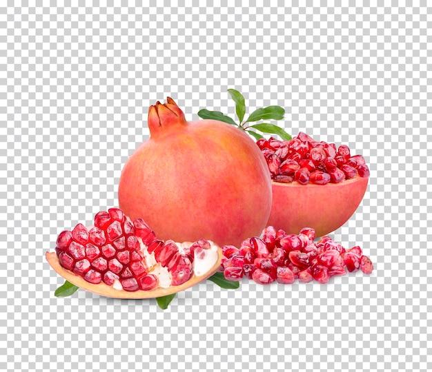 Verse rijpe granaatappel met groene geïsoleerde bladeren