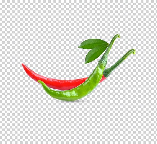Verse rode groene chillis met lesves geïsoleerde weergave