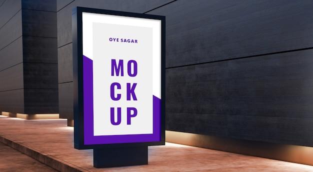Verticaal billboardmodel op houten gevels