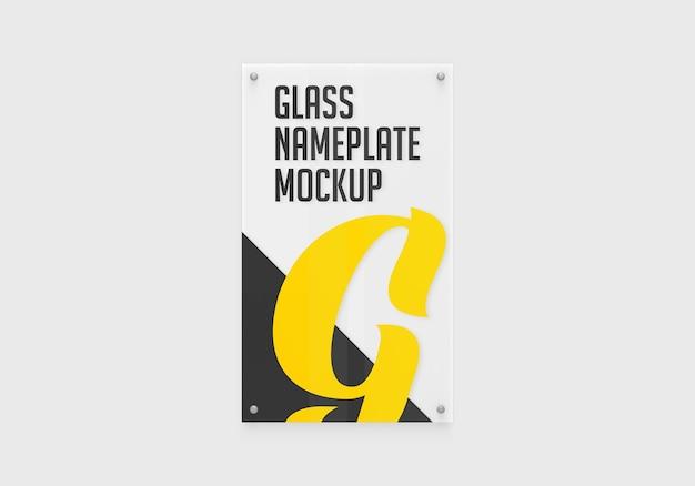 Verticaal glazen naamplaatje mockup geïsoleerd
