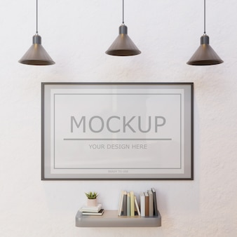 Verticaal kadermodel op witte muur onder lamp met boekenmuurplank