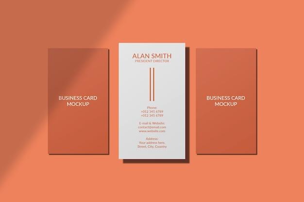 Verticaal visitekaartje mockup geïsoleerd met schaduw overlay