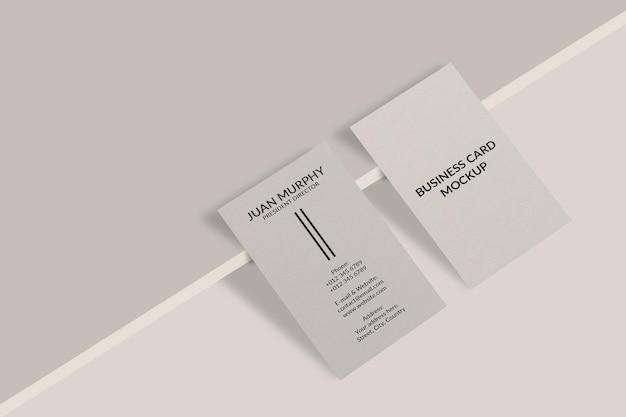 Verticaal visitekaartje mockup ontwerp