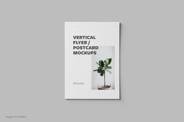 Verticale flyer en ansichtkaart mockup bovenaanzicht