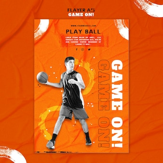 Verticale flyer-sjabloon voor het spelen van basketbal