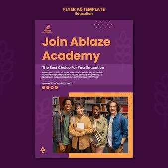 Verticale flyer voor universitair onderwijs