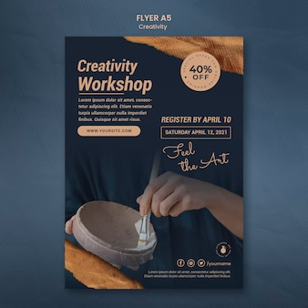 Verticale folder sjabloon voor creatieve aardewerk workshop met vrouw
