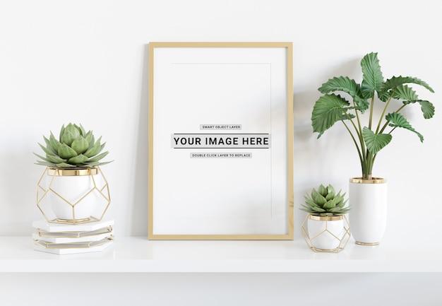 Verticale frame tendido en el estante maqueta