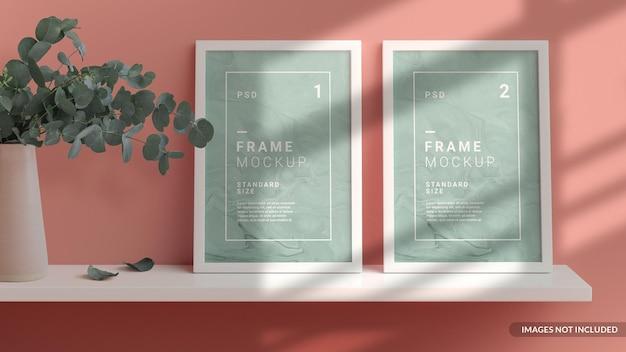 Verticale frames mockup op de plank tegen de muur leunend, scandinavische stijl in 3d-rendering