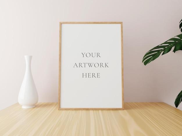 Verticale houten frame mockup op houten tafel met vaas en planten. 3d-rendering.