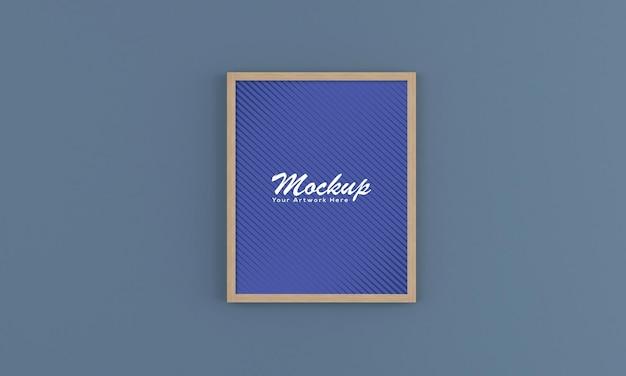 Verticale houten lege fotolijst mockup op de muur Premium Psd