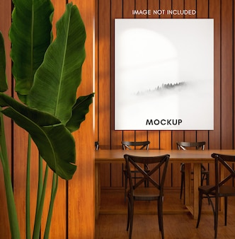 Verticale poster mockup in houten warme eetkamer