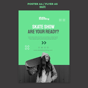 Verticale poster voor skateboarden met vrouwelijke skateboarder