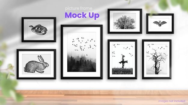 Verzameling van fotolijsten in een helder, modern interieurmodel