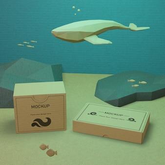 Vida marina y cajas de cartón con maqueta