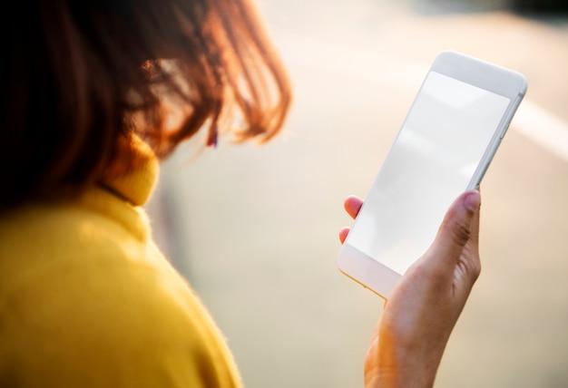 Viendo mensajes de texto usando la tecnología del teléfono