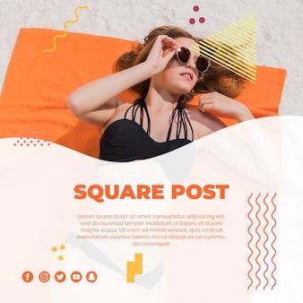 Vierkant postmalplaatje in de stijl van memphis met de zomerconcept