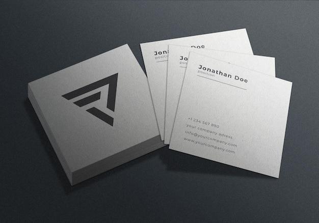 Vierkant visitekaartje afdrukken mockup-ontwerp