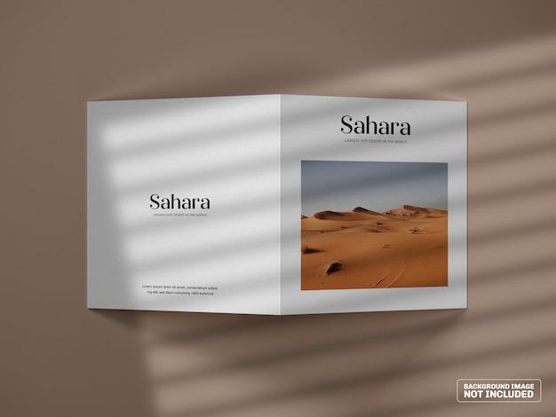 Vierkante tweevoudige brochure mockup