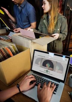 Vinilo música adolescentes estilo de vida ocio concepto