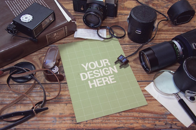 Vintage fotografiestudio met papieren mockup