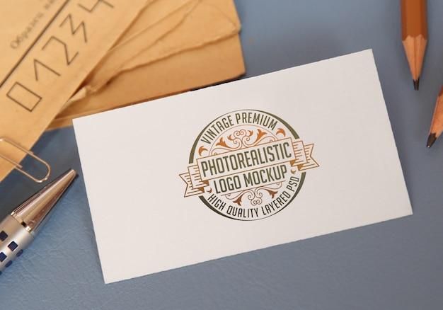 Vintage premium fotorealistische logo-mockup - hoogwaardige gelaagde logotype mock-up psd-bestand