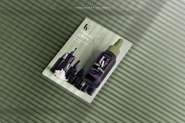 Violet glazen grote druppelfles met tijdschriftmodel