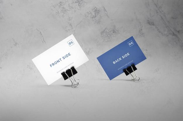 Visitekaartje met paperclips mockup