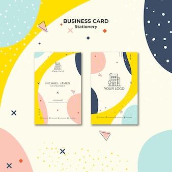 Visitekaartje met pastelkleurige vormen