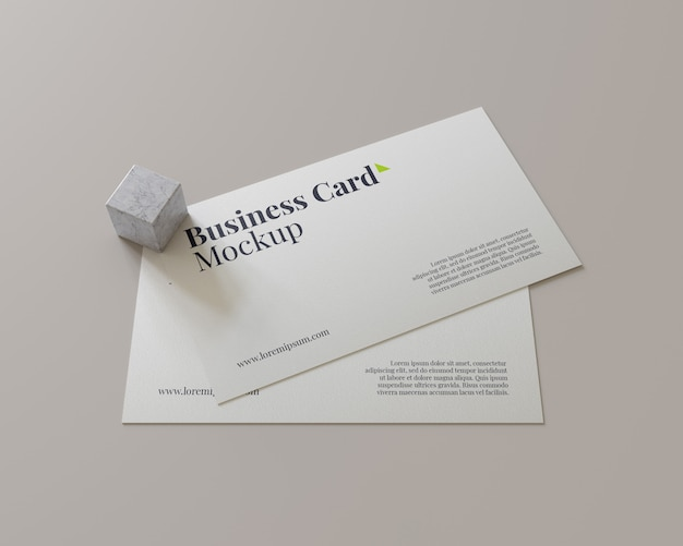 Visitekaartje mockup met kleine marmeren blok