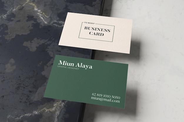 Visitekaartje mockup minimalistisch marmer