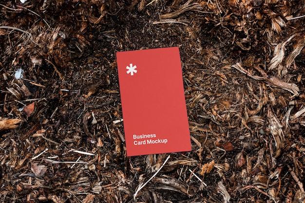 Visitekaartje mockup op de grond