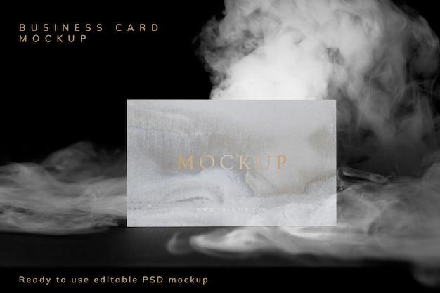 Visitekaartje psd mockup, abstracte rook met ontwerpruimte
