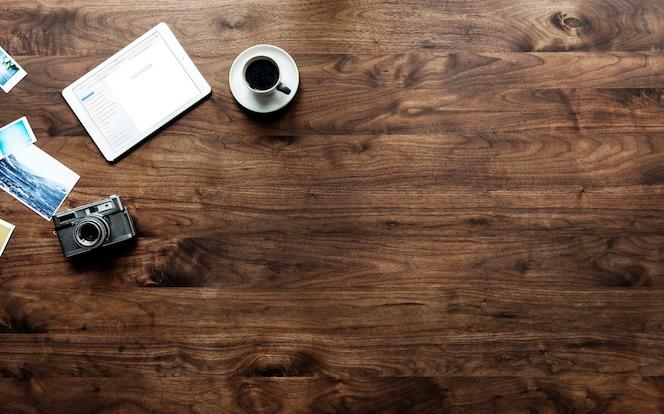 Vista aérea de la mesa de madera y el concepto de hobby de fotografía
