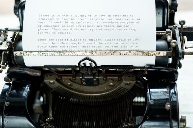Vista aérea de la máquina de escribir retro