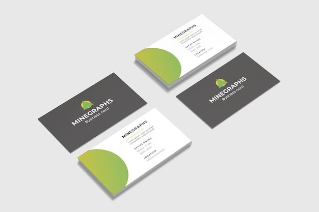Vista de ángulo alto de maquetas de tarjetas de presentación