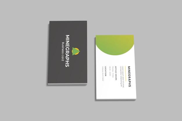 Vista de ángulo alto de pilas de maquetas de tarjetas de presentación verticales