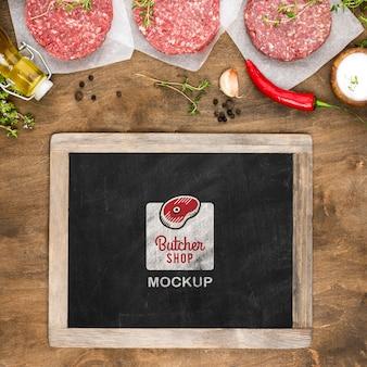 Vista anterior carnicería con carne fresca