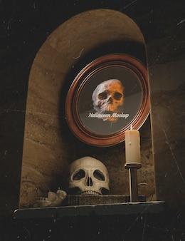 Vista baja halloween ronda marco con calavera en una pared.