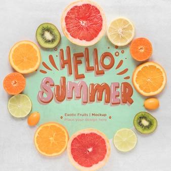 Vista dall'alto ciao estate concetto con gustosi frutti