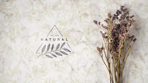 Vista dall'alto del bouquet di fiori naturali