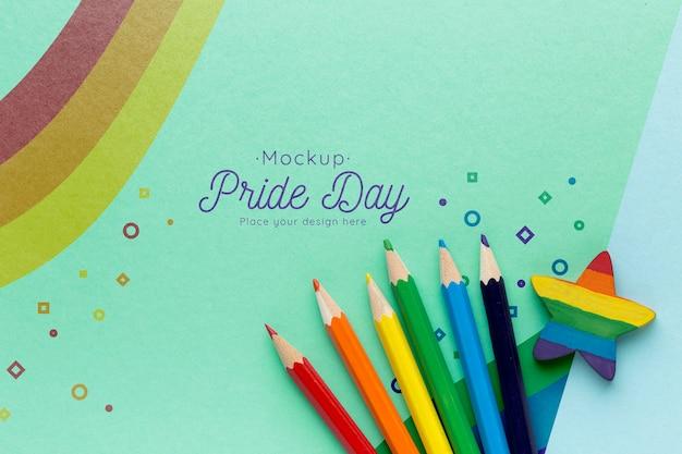 Vista dall'alto di matite colorate arcobaleno per orgoglio