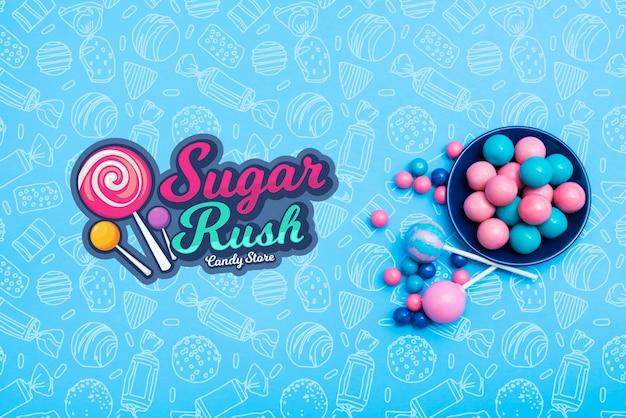Vista dall'alto di punta di zucchero con piatto di caramelle